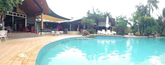 Mercure Darwin Airport Resort : Nice lobby and pool
