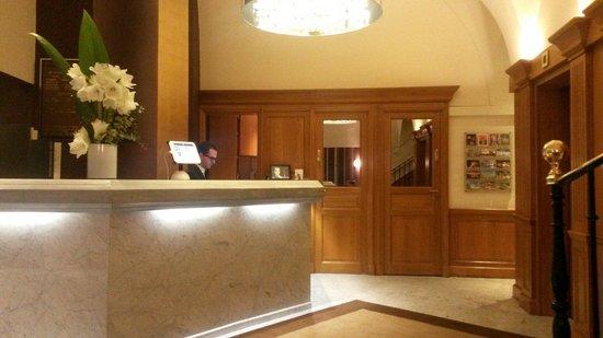 Hotel Paris Neuilly : Recepción