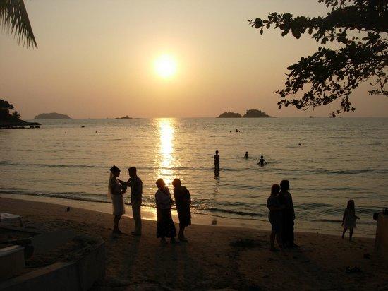 Khlong Prao Beach: Sunset marriage