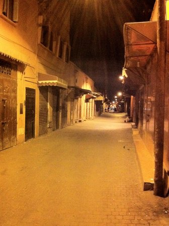 Riad Nesma : Alley/road up to the riad