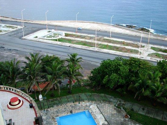 Hotel Nacional de Cuba: Malecon view from my room