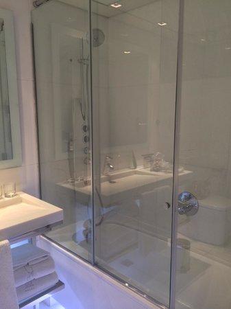 Hotel Granados 83: Bathroom
