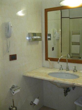 Strozzi Palace Hotel: El baño