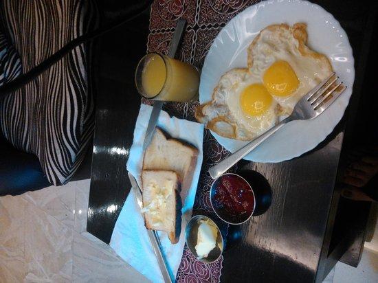 Hotel Varuna: завтрак отель Варуна