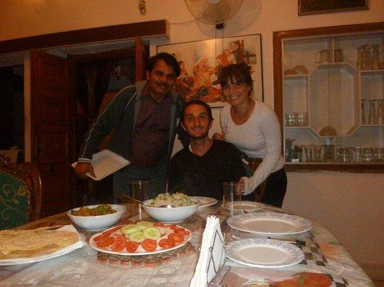 Rajputana Guest House Jaipur : Cenando en Rajpitana Guest House, KP con nosotros!