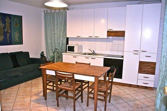 Residence Desiree: Soggiorno/cucina appartamento bilocale Standard