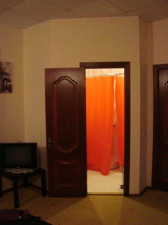 Hotel Eden: вход в ванную