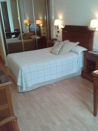 Hotel Husa Europa: Cama muy comoda