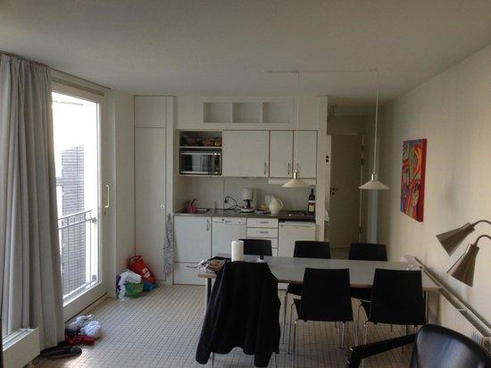 Kolding Hotel Apartments: Opholdsstue/køkken