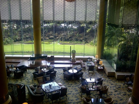 Makati Shangri-La Manila : View of the Lounge
