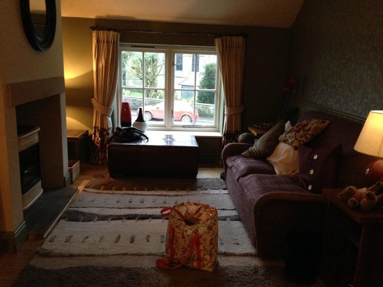 Feversham Arms Hotel & Verbena Spa: Separate sitting room - room 30