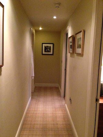 Feversham Arms Hotel & Verbena Spa: Corridor in Room 30