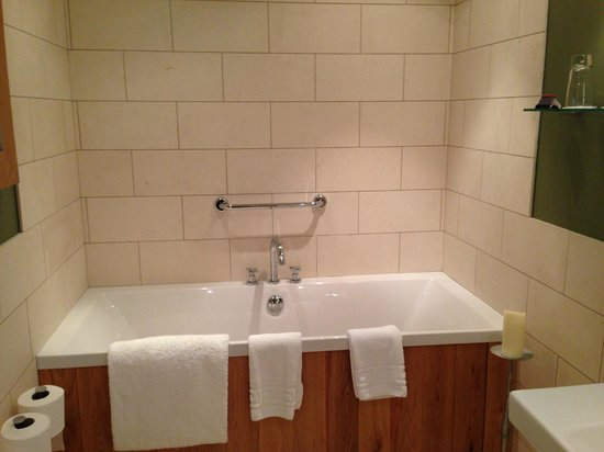 Feversham Arms Hotel & Verbena Spa: Bathroom room 30 - also a walk in shower