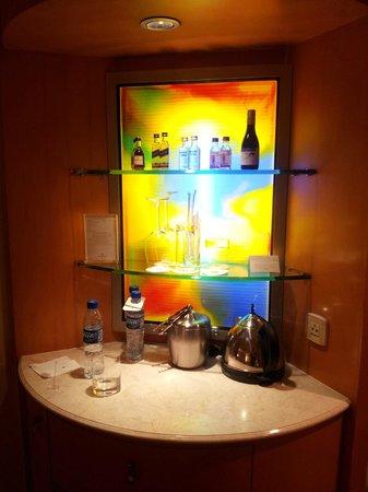 Makati Shangri-La Manila: Mini Bar Corner