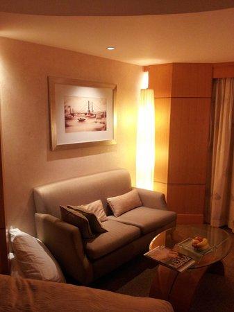Makati Shangri-La Manila: Standard Room, 2nd view