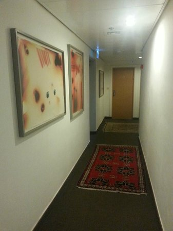 The Diaghilev, LIVE ART Suites Hotel: The corridor - Diaghilev