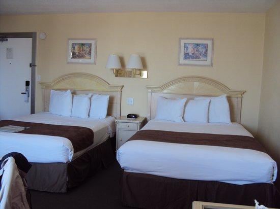 Beachview Hotel : Quarto com duas camas