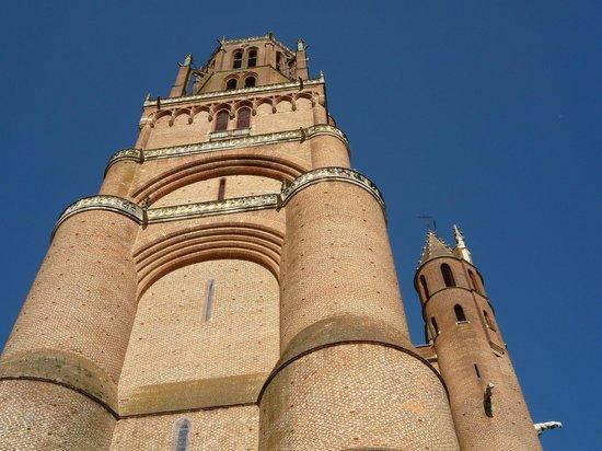 Cathedrale Sainte-Cecile: vista esterna cattedrale