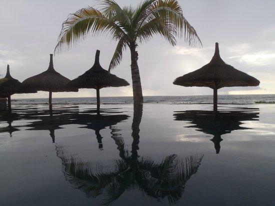 Recif Attitude: vue de la piscine à débordement