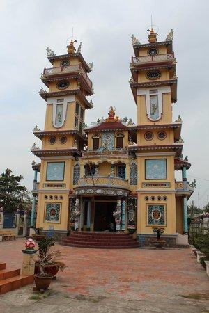 Cao Dai Temple: Temple Caodaïste