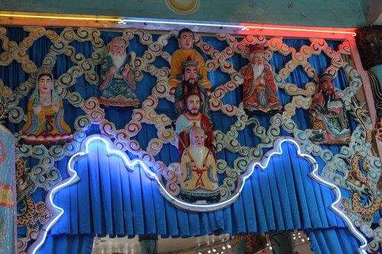 Cao Dai Temple: Aperçu des différentes divinités