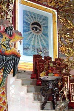 Cao Dai Temple: Offrandes et prières