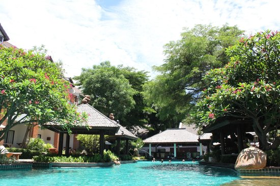 Woodlands Hotel & Resort: Территория отеля, бассейн