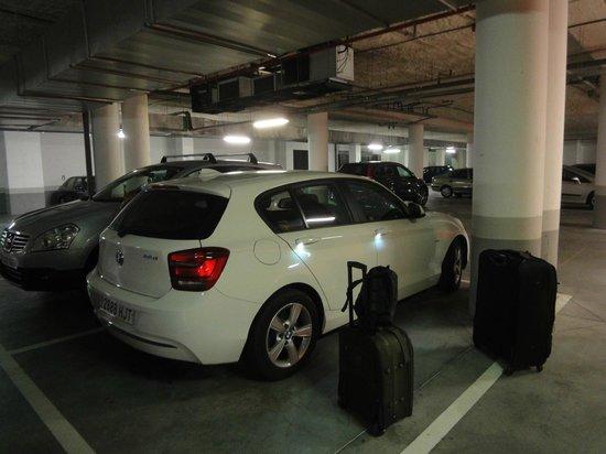 Hotel Nuevo Boston: estacionamento coberto