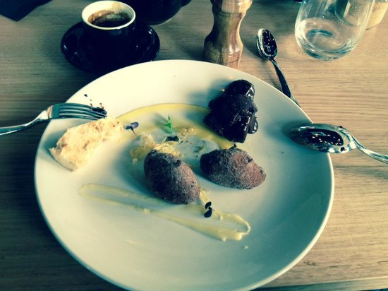 Brickmakers Arms: shared selection of deserts