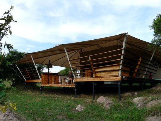 Serengeti Bushtops Camp: Our 'tent'....