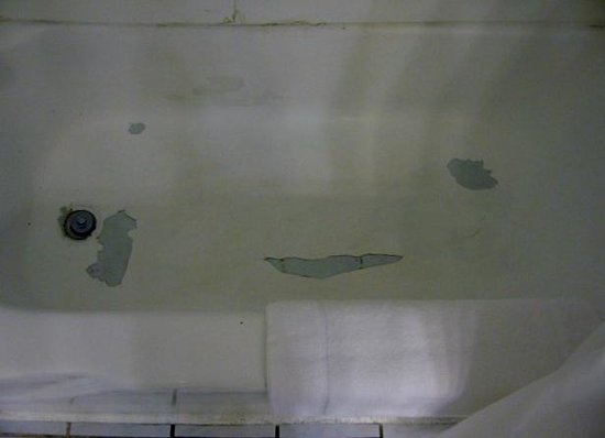 Postcard Inn Beach Resort & Marina: see the peeling porcelin in the tub, bowing walls with mold