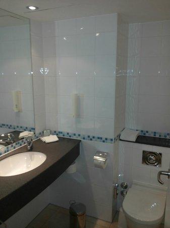 Holiday Inn München - City Centre: Bathroom
