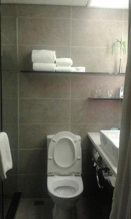 Novotel Hong Kong Nathan Road Kowloon : Bathroom 1