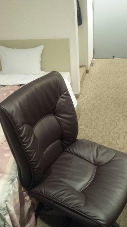 Hotel Meijiya: このイスは座り心地よくてポイント高い!