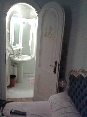 Hotel Ville Montefiori: Bagno Doppia Superior **** (?)