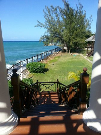 Jewel Paradise Cove Resort & Spa Runaway Bay, Curio Collection by Hilton: sunset bar