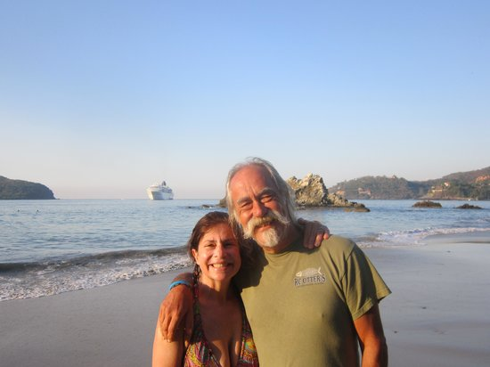 Embarc Zihuatanejo: the beach at intrawest is awesome!