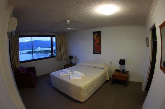 Cairns Aquarius: Zimmer