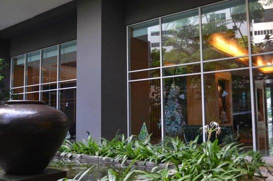 PARKROYAL Serviced Suites Kuala Lumpur: Kleiner Gartenbereich