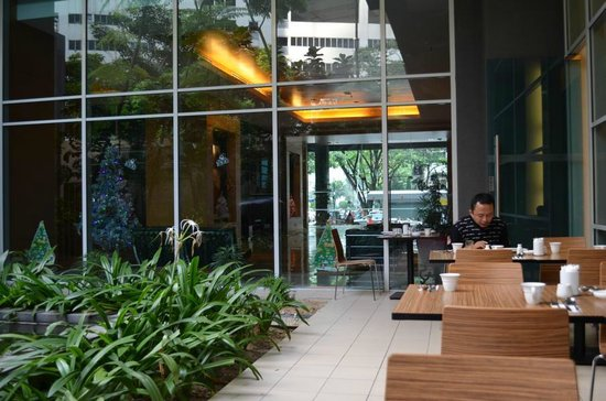 PARKROYAL Serviced Suites Kuala Lumpur: Frühstücksterrasse
