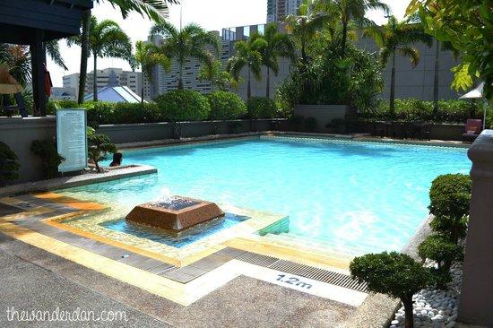 Makati Shangri-La Manila: Pool