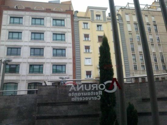 JC Rooms Santo Domingo Hotel: vista do apartemento. Rua em ladeira íngreme e sem nada para ver