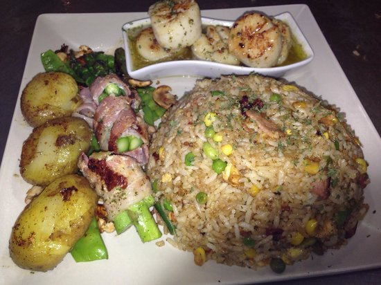 Hopi Bon Grill: Scallops with side order of fried rice, grilled potatoes, and mixed vegetables