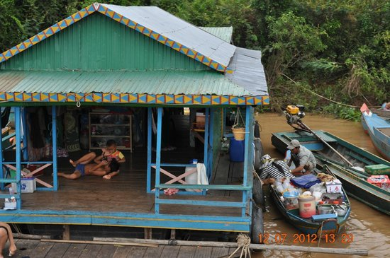 Tonlé Sap River: В таких домах на сваях живут кхемеры.