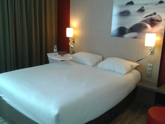 Ibis Styles Troyes Centre : Large double bed