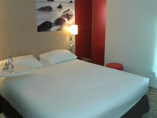 Ibis Styles Troyes Centre : Bedroom
