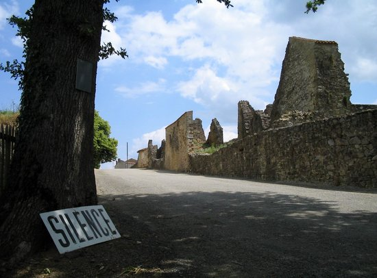 Oradour-sur-Glane, فرنسا: Entrance to the ruins of Oradour-sur-Glane