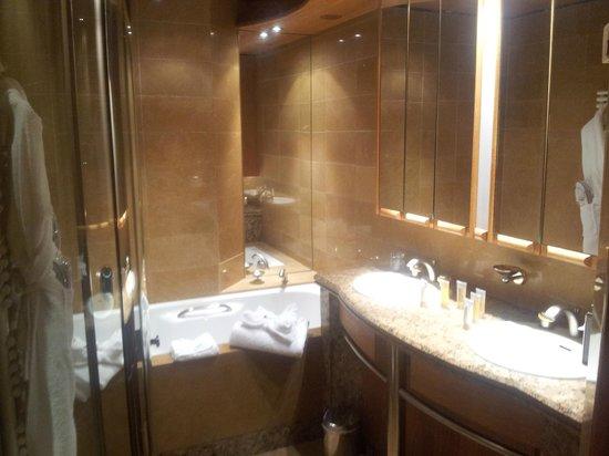 Club Med Meribel l'Antares : baignoire