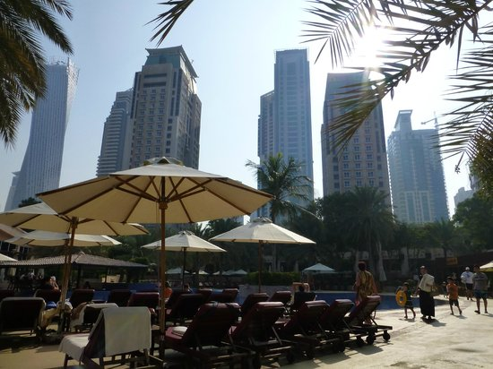Habtoor Grand Resort, Autograph Collection, A Marriott Luxury & Lifestyle Hotel: Poolbereich