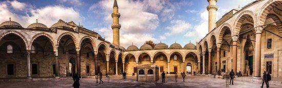 Süleymaniye-Moschee: square